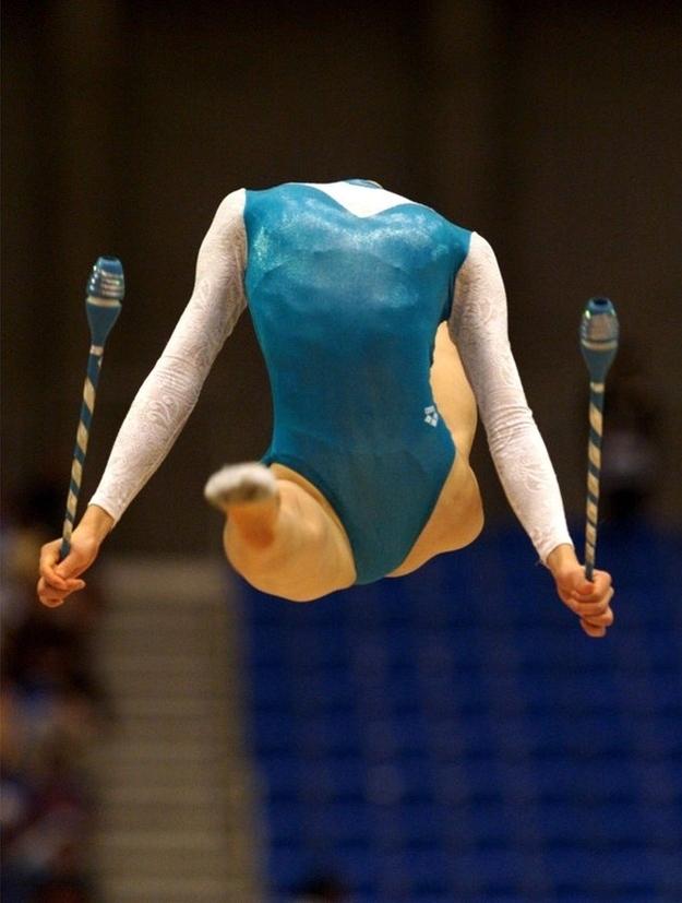gimnasta descabezada